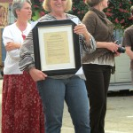 Cohousing resident and Emeryville Mayor Jennifer West, and Fran Ternus (holding plaque)
